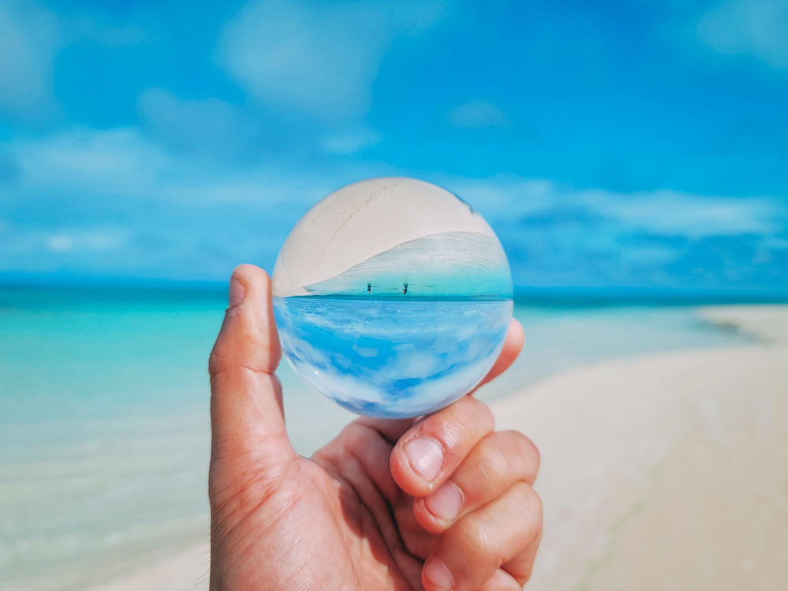 砂浜を見る